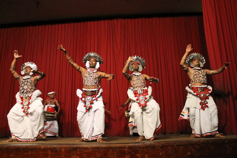 Kandy -  Spectacle de Danses traditionnelles - 09 Ves